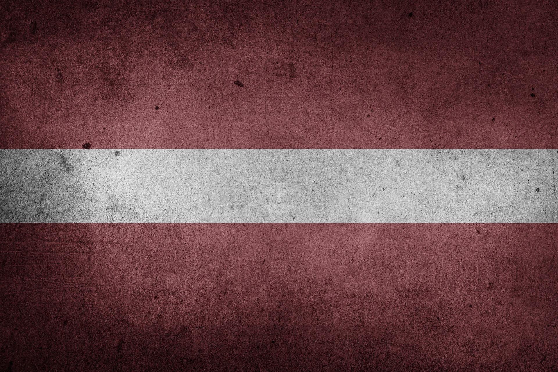 Flaga Łotwy